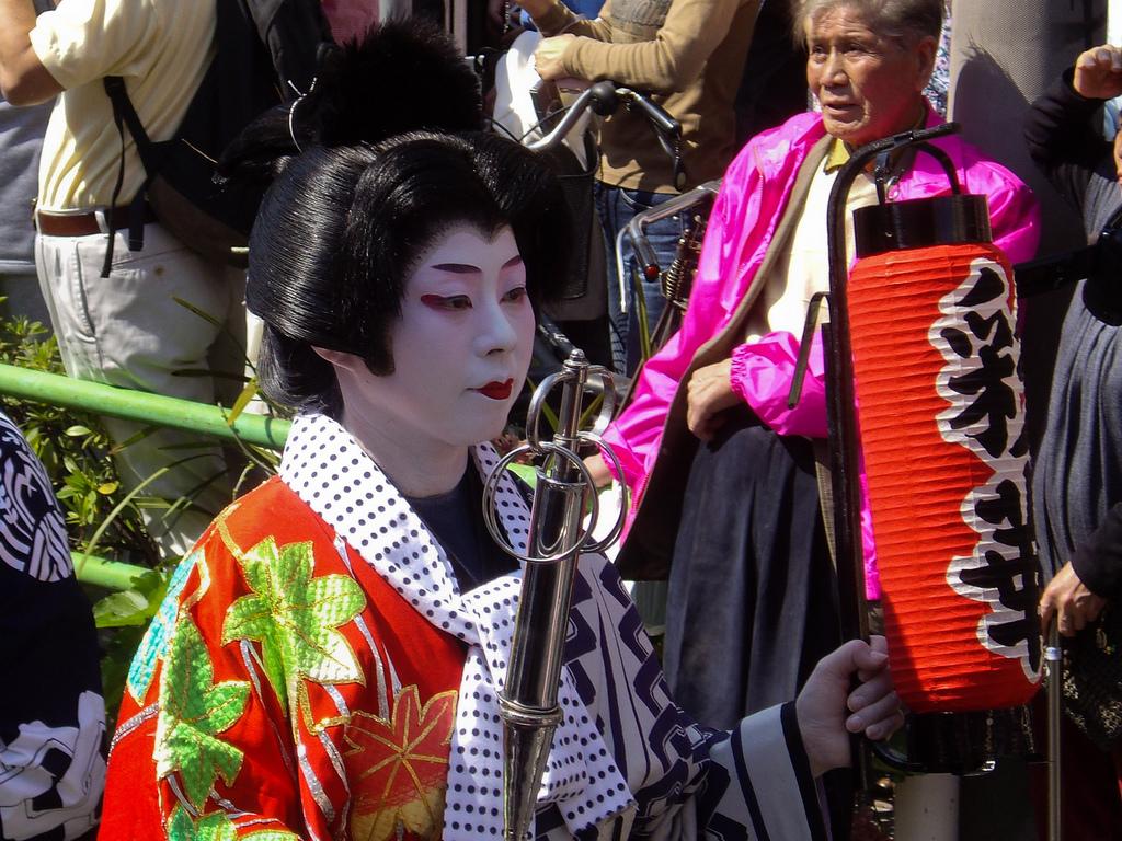 Geisha in Tokyo: Wakai-mono 若い者